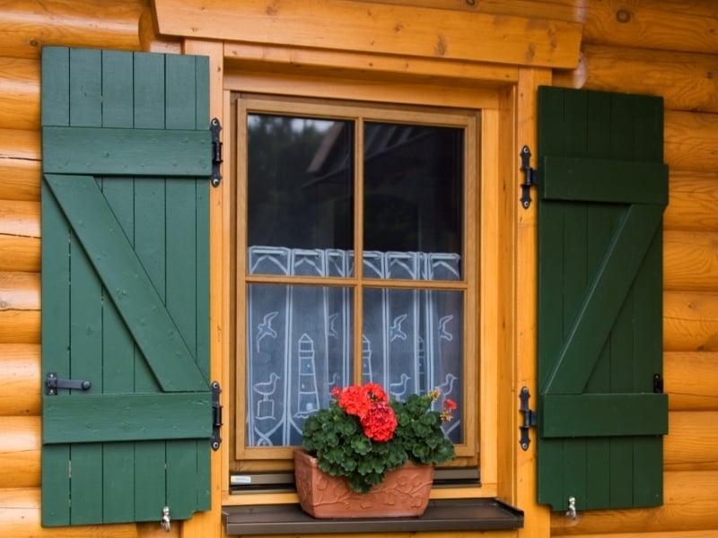 Come verniciare una finestra in legno terminali antivento per stufe a pellet - Verniciare le finestre ...
