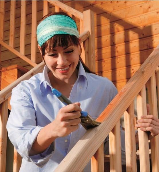 Guida pratica su come verniciare e oliare il balcone in legno koppa vernici pitture - Verniciare una porta in legno ...