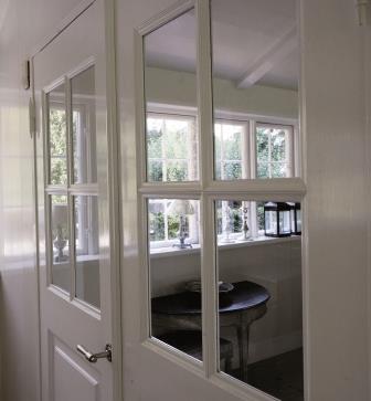 Guida pratica su come verniciare e rinnovare le porte e finestre all interno koppa vernici - Verniciare finestre alluminio ...